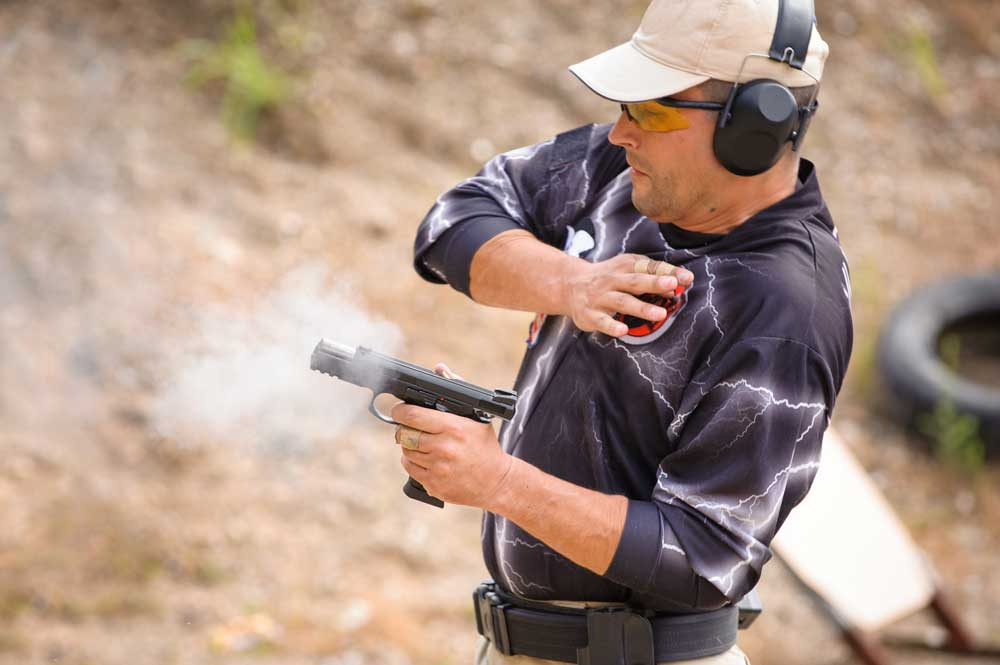 Strong hand retention handgun shooting stance