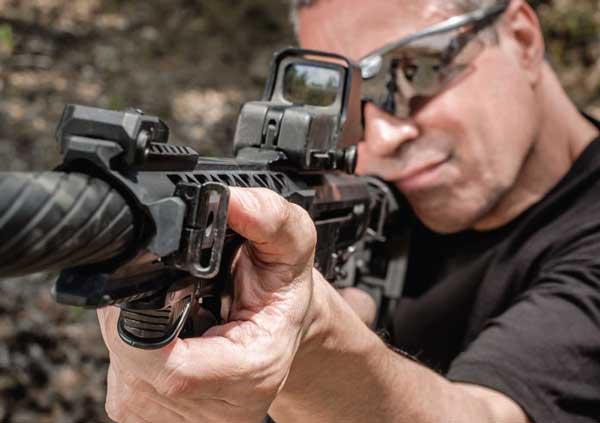shooting gun at the range with dominant eye